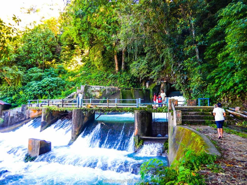 Wisata Ke Air Terjun Waikelo Sawah