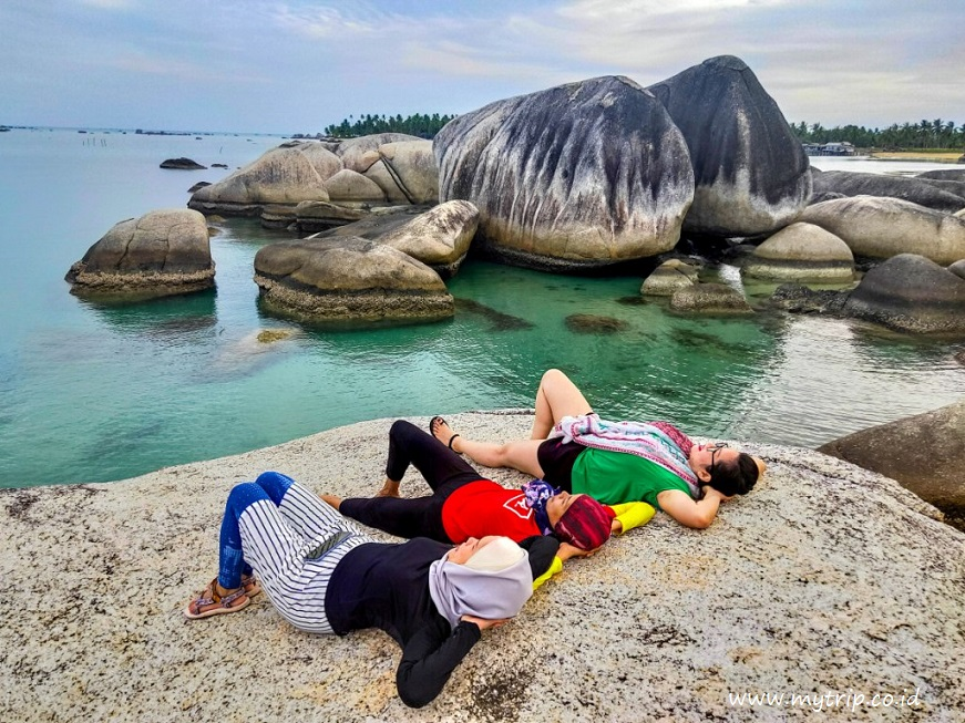 Wisata Ke Pantai Batu Raja